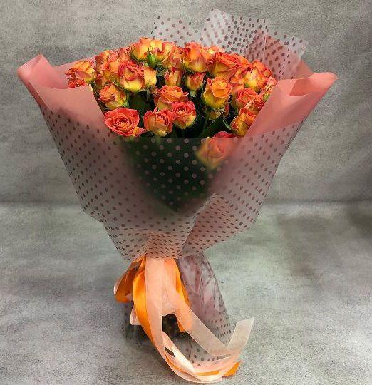 букет из кустовых роз рыжего оттенка