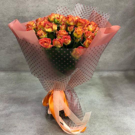 Букет из рыжих кустовых роз 115