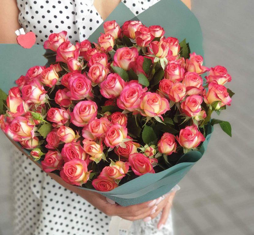 Букет сборный из кустовых роз 127