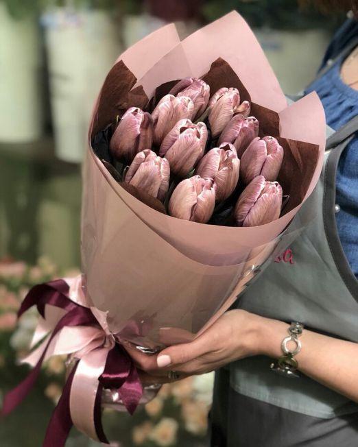 букет из тюльпанов брауни