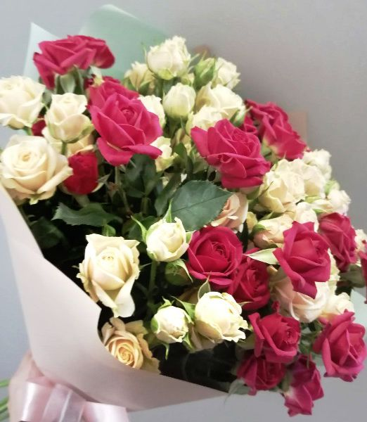 букет из кустовой розы микс 1