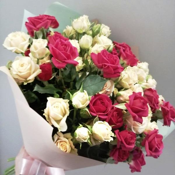 Букет из кустовых роз микс 262