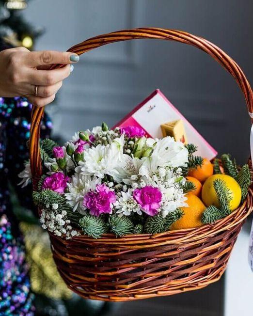 корзина с цветами и сладостями _1 (1) (1)