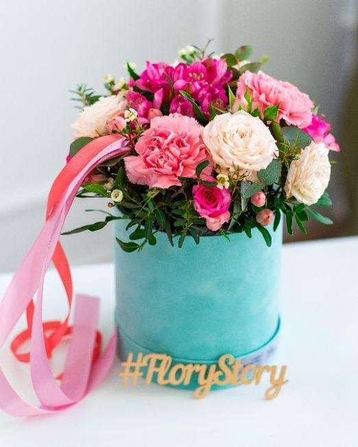 Коробка круглая (цилиндр) с пионовидными розами 260