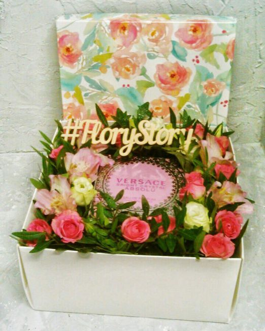 Коробка с цветами и сладостями 101