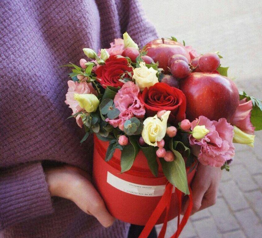 Коробка круглая (цилиндр) с цветами и фруктами 008