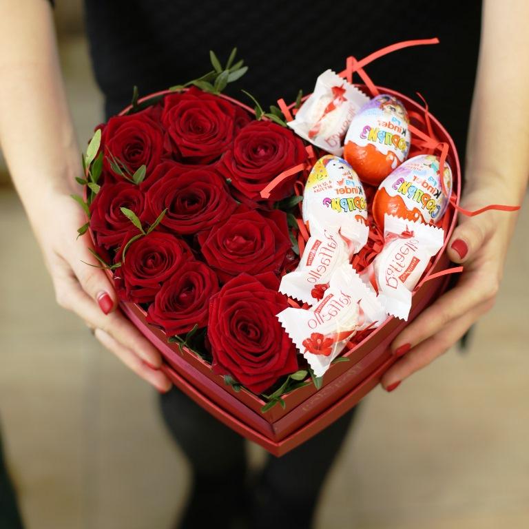 Сердце с цветами в коробке 022