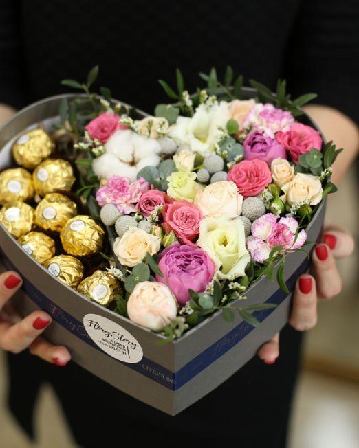 Сердце с цветами в коробке 008