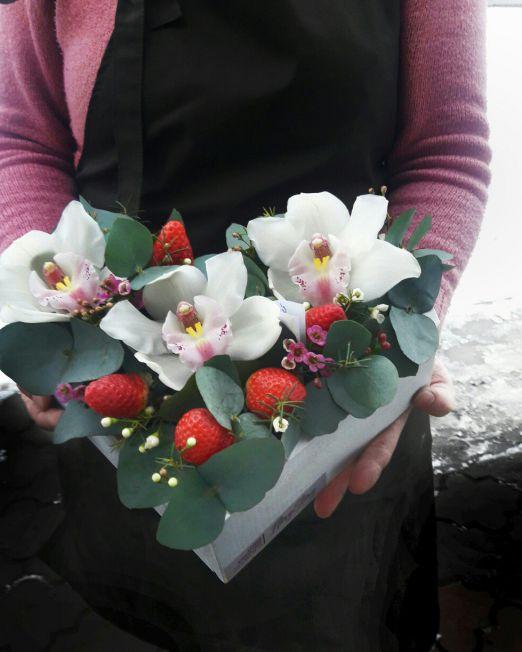 Сердце с цветами в деревянной коробке 004