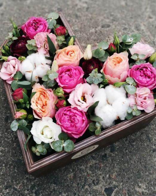 Сердце с цветами в деревянной основе 017