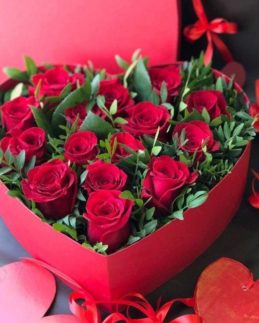 Сердце с цветами в коробке 009