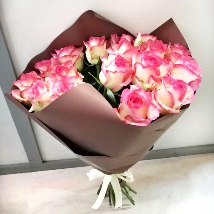 Букет из двухцветной розы 269