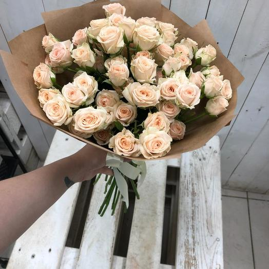 Букет из кремовых кустовых роз 205