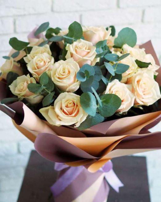 Букет из роз с эвкалиптом 259