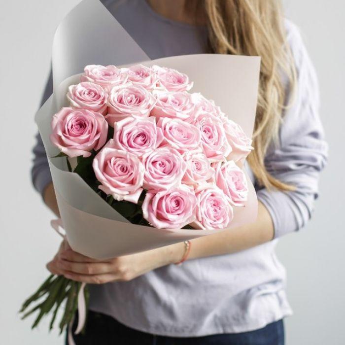 Букет сборный из 15 розовых роз 202