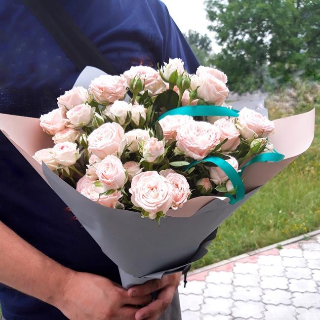 Букет сборный из пионовидной розы 279