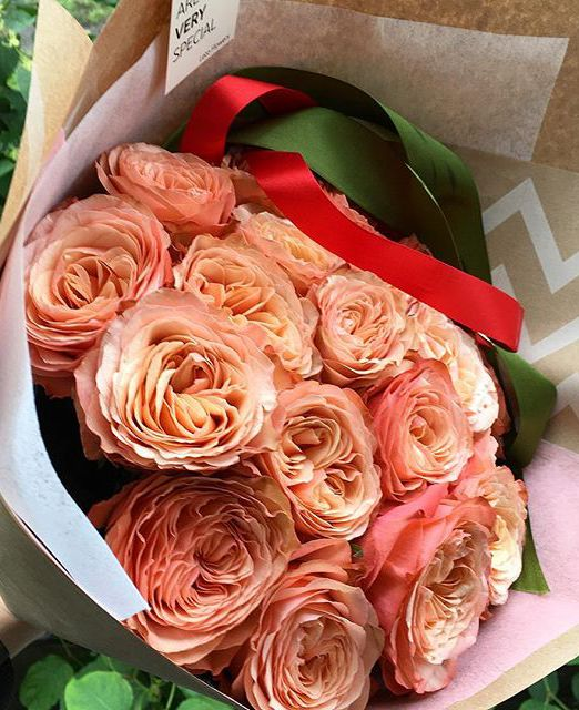 Букет сборный из пионовидной розы Кахала 019