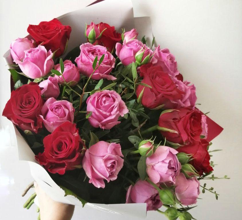 Букет сборный из роз и пионовидных роз 296