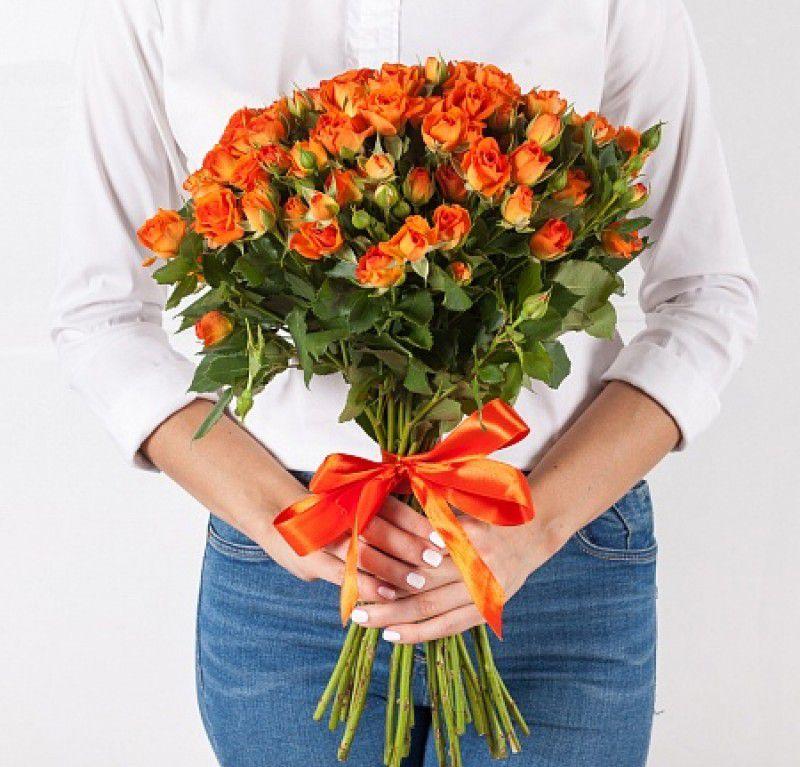 Букет сборный из кустовых роз 115