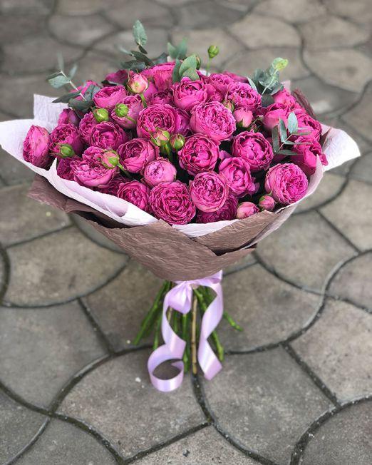 Букет сборный из пионовидной розы и эустомы 066
