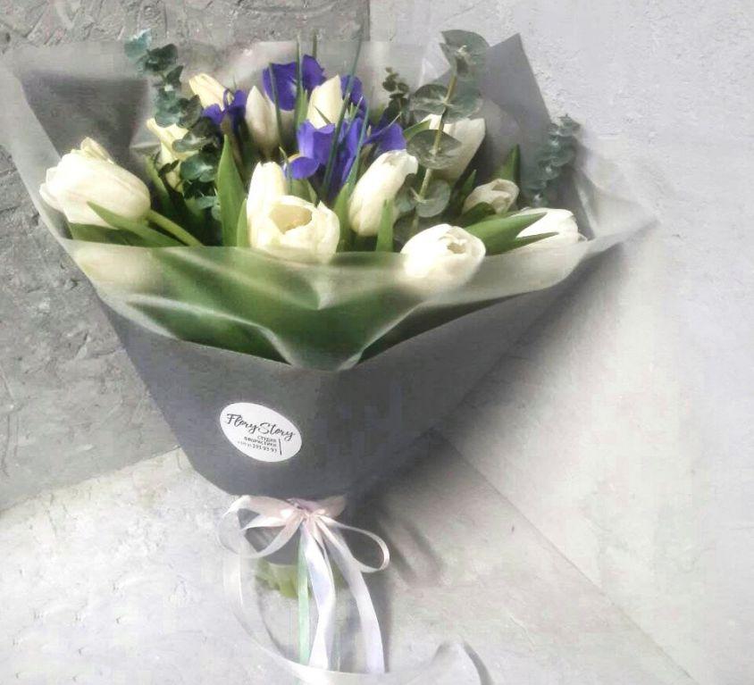 Букет сборный из тюльпанов и ирисов 230