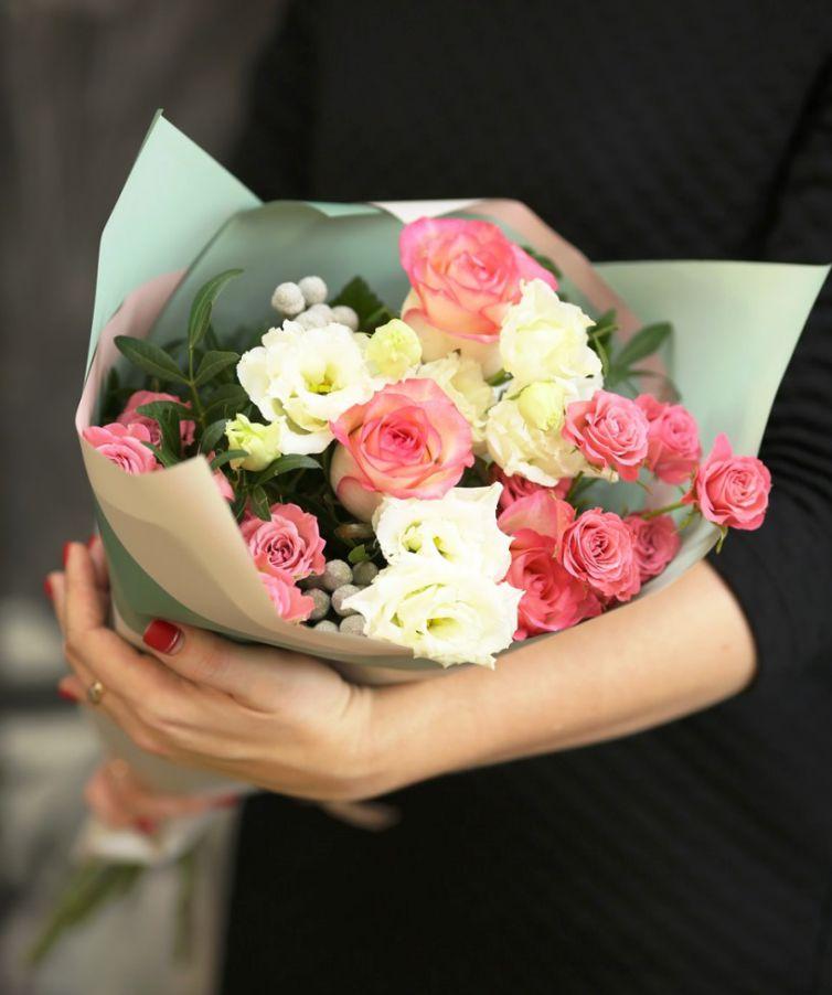 Букет сборный из кустовой розы 134