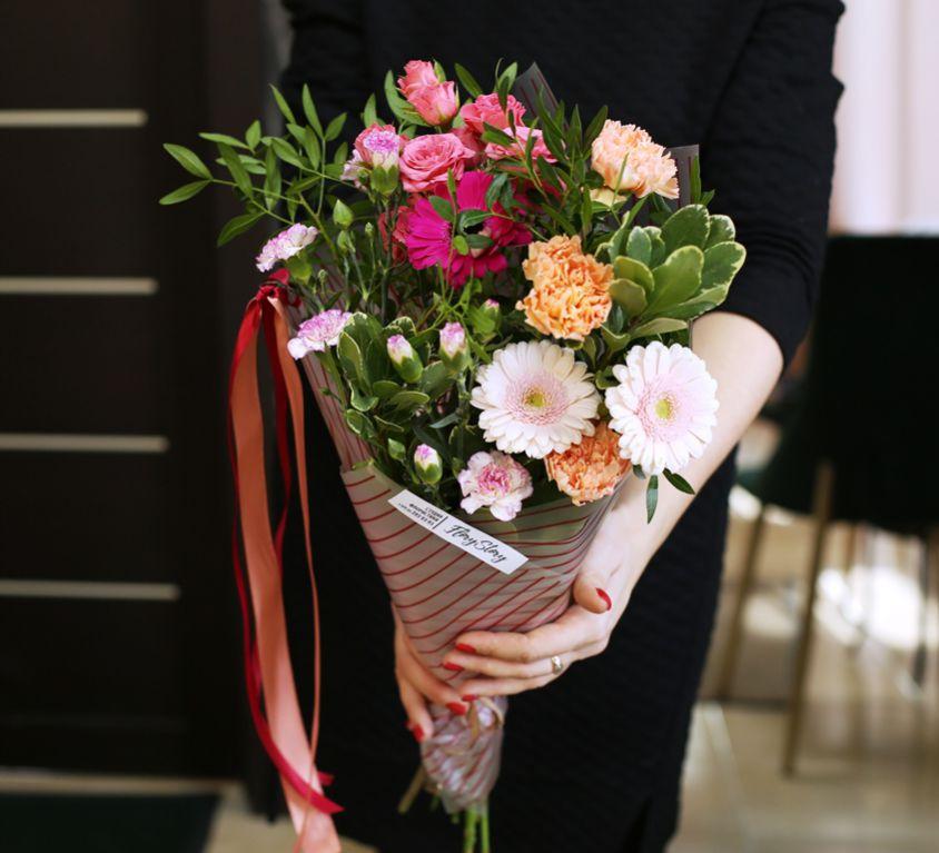 Букет сборный из кустовой розы 136