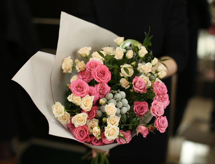 Букет сборный из кустовой розы 132