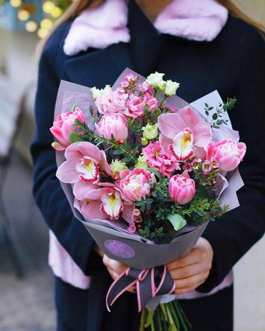 Букет сборный из тюльпанов и орхидеи цинбидиум 211