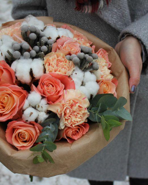 Букет сборный с розами, гвоздикой, брунией, хлопком 122
