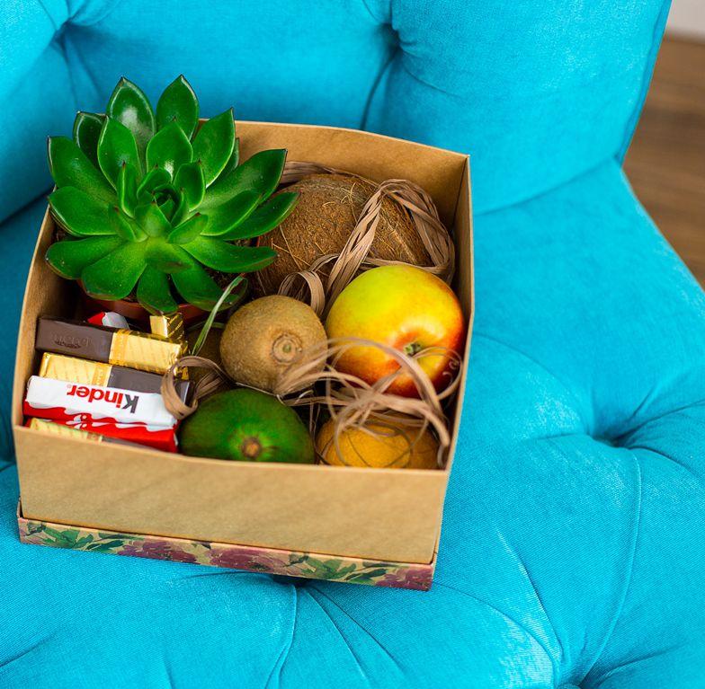 Подарочная коробка с цветами, фруктами и шоколадом 403
