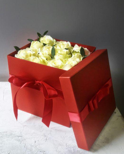 Розы в квадратной коробке 304
