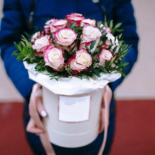 Коробка круглая (цилиндр) с розами 038