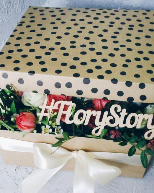 Коробка с цветами и сладостями 103