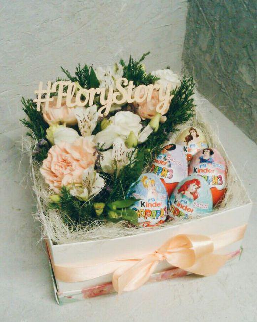 Коробка с цветами и сладостями 104