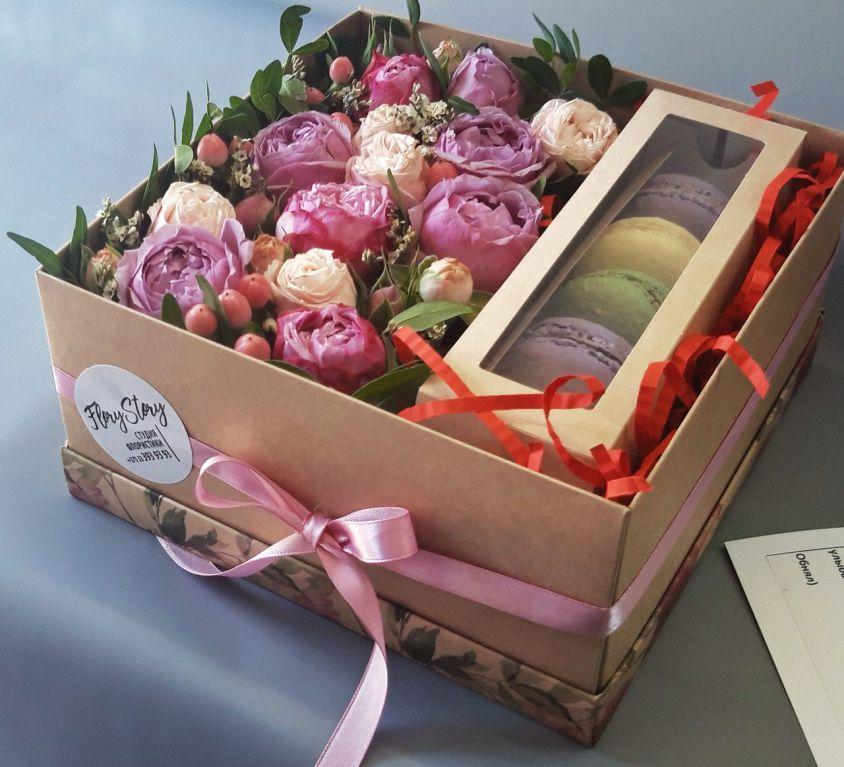 Коробка с цветами и сладостями 416