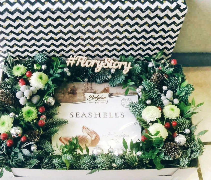 Коробка с цветами и сладостями 109