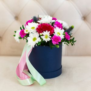 Коробка круглая (цилиндр) с цветами 268