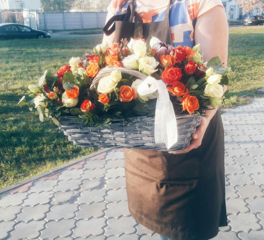 Корзина сборная с розами 029