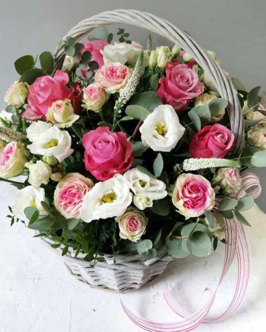 Корзина с эвкалиптом и пионовидной розой 271