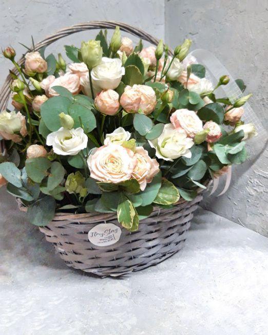 Корзина с эвкалиптом и пионовидной розой 117