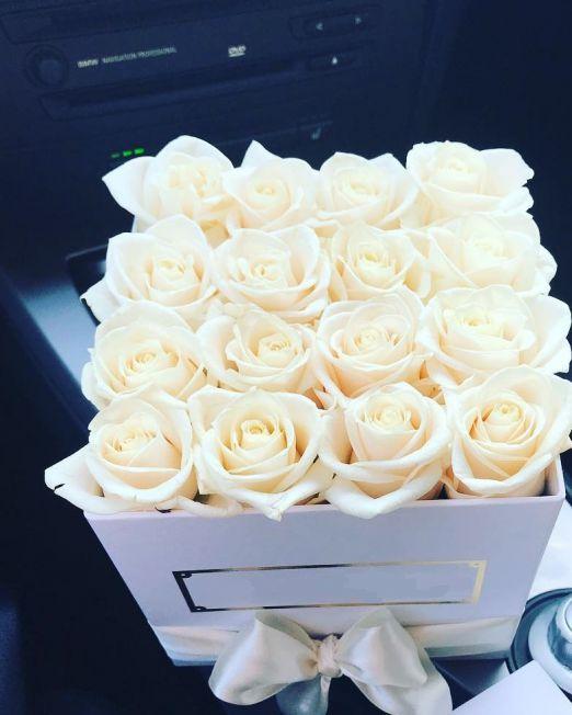 Розы в квадратной коробке 303