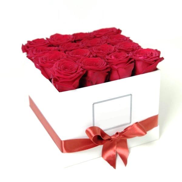 Розы в квадратной коробке 307