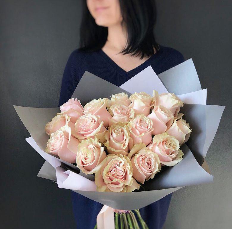 Букет сборный из розовой розы 417