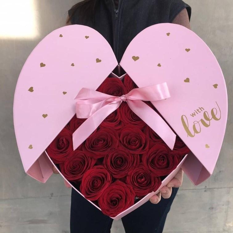 Сердце с цветами в коробке 242