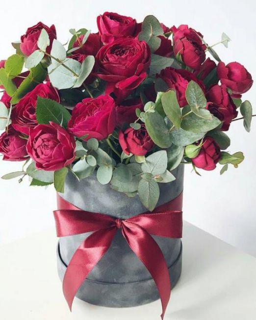 Коробка круглая (цилиндр) с пионовидными розами 032