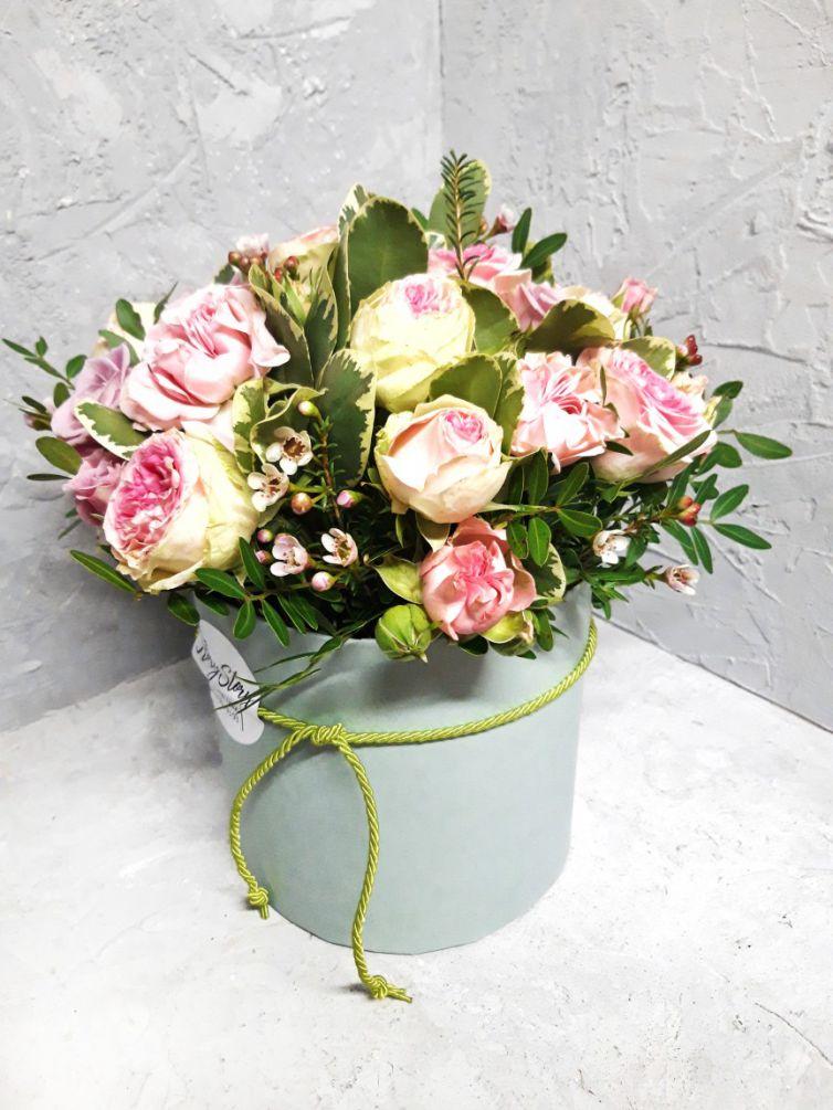 Коробка круглая с пионовидными розами 112