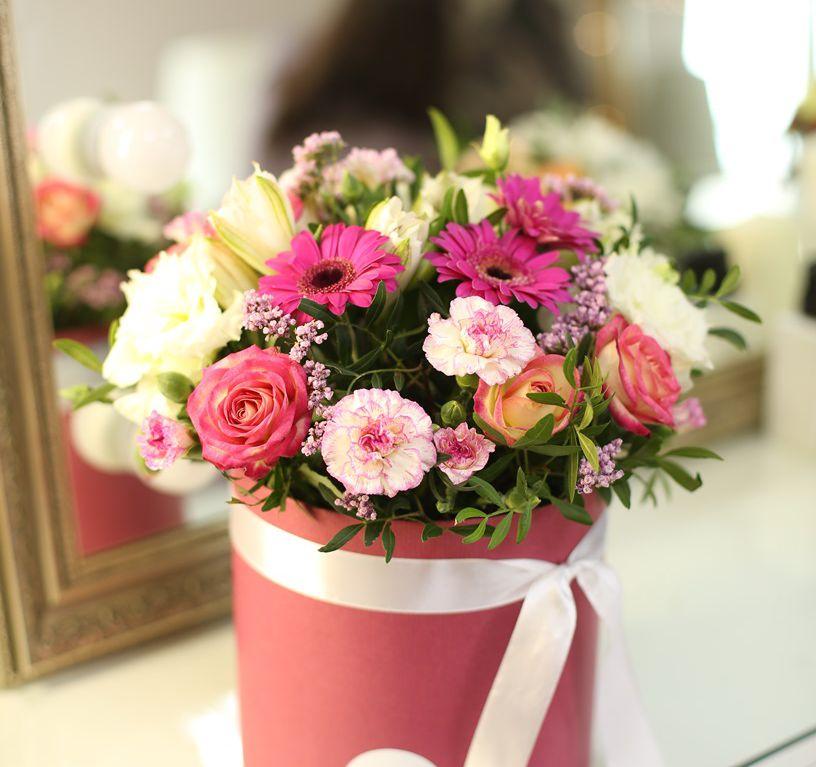 Коробка круглая (цилиндр) с цветами 011