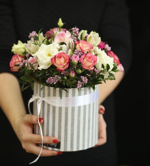 Коробка круглая (цилиндр) с цветами 140