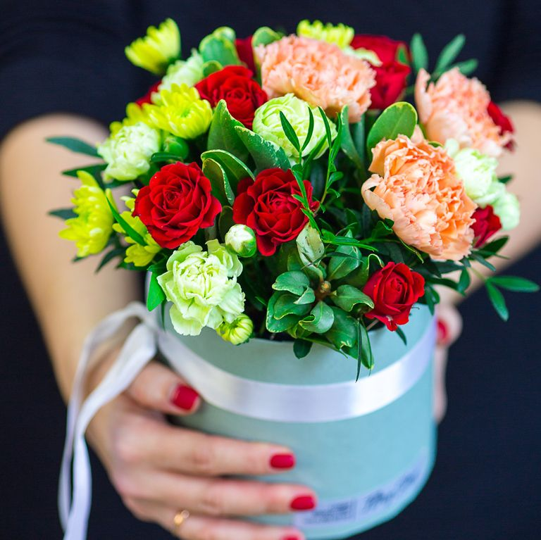 Коробка круглая (цилиндр) с цветами 129